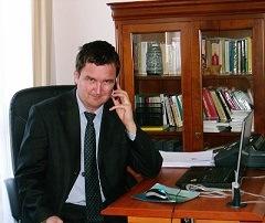Dr Mohos Gábor ügyvéd kapcsolat
